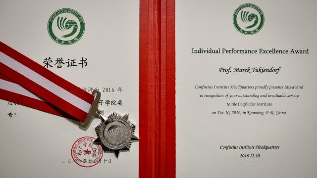 rektor-dyplom-chiny_2016-12-19-5648